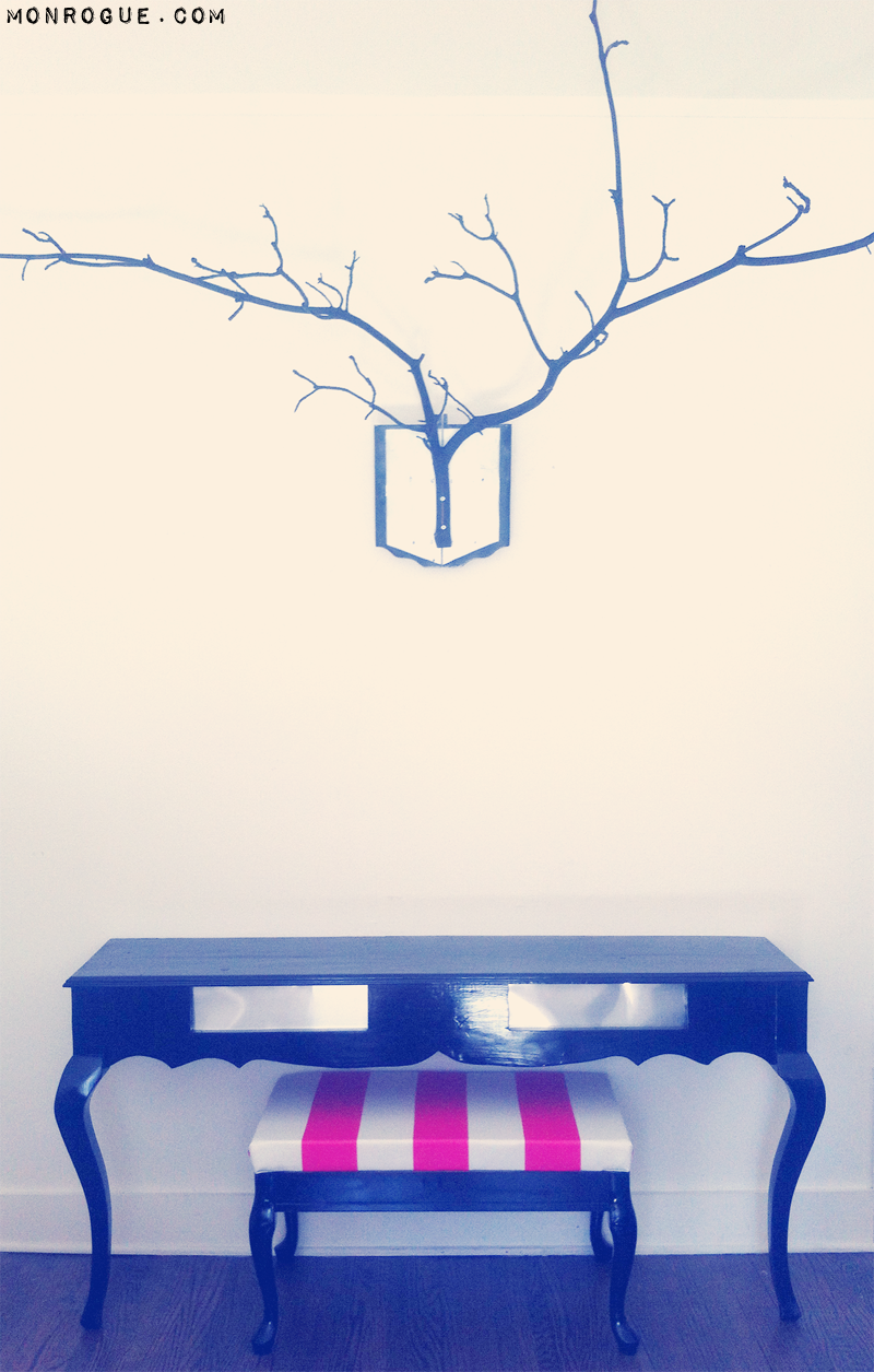 half table and striped bench diy with antlers via monrogue