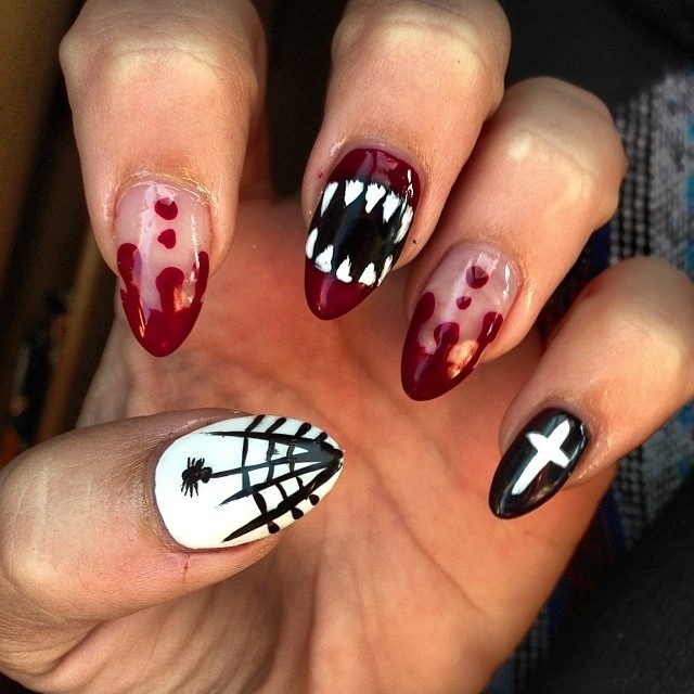 creepy Halloween nail idea